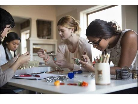 Teens making jewelry