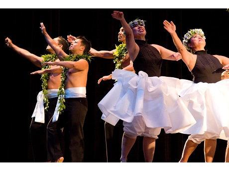 Muolaulani hula dancers