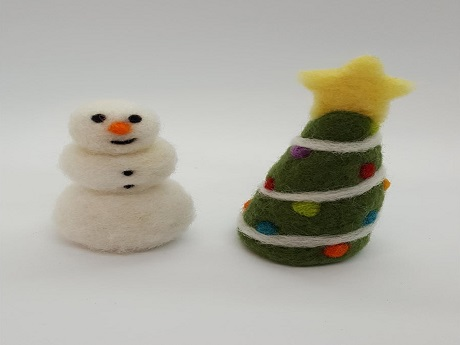 picture of felt snowman and Christmas tree